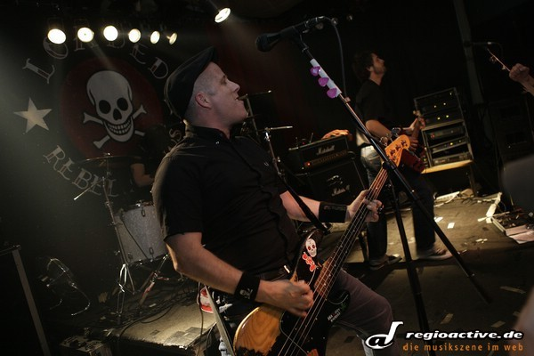 streetpunk with a touch of ska - 15 Jahre Café Central: Fotos von Loaded live in Weinheim