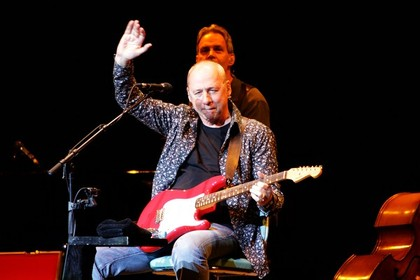 schottische gitarrenlegende - Fotos: Mark Knopfler live in der Mannheimer SAP-Arena